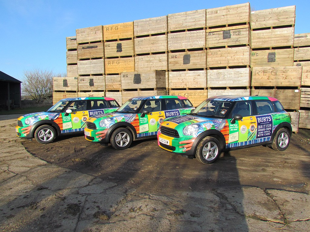 Top Considerations Before Going For Your Vehicle Graphics