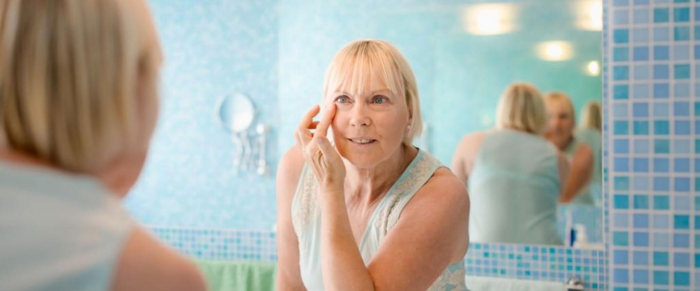 How to Deal with the Symptoms of Menopause at 50?